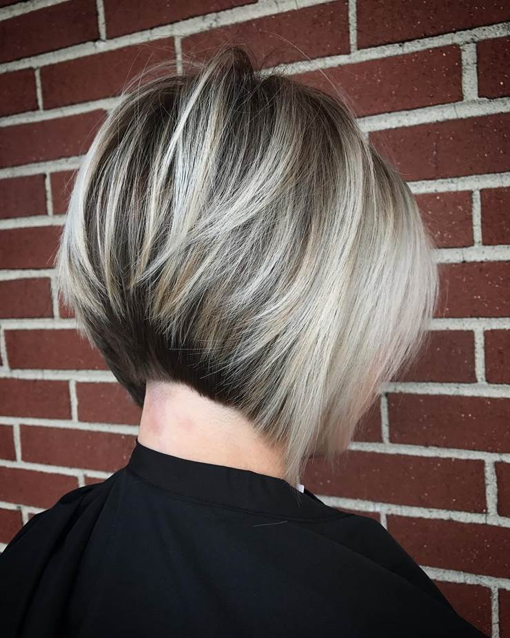 jagged-caramel-bob-with-blond-tips