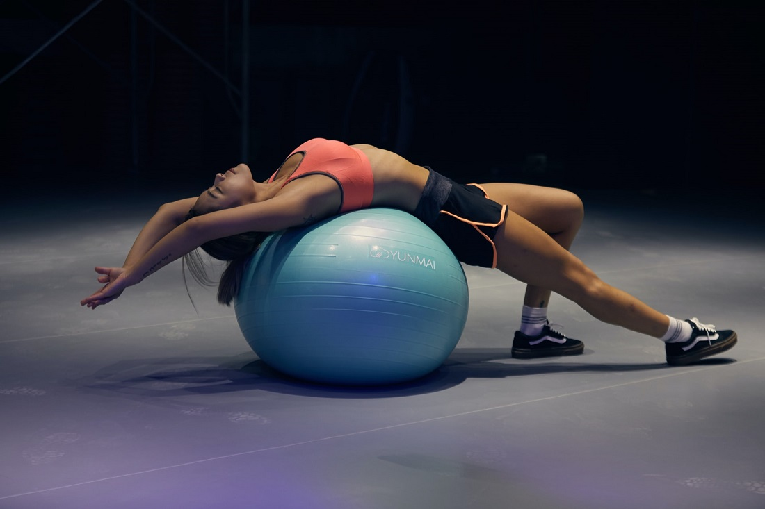 physiotherapy-2-woman-balloon
