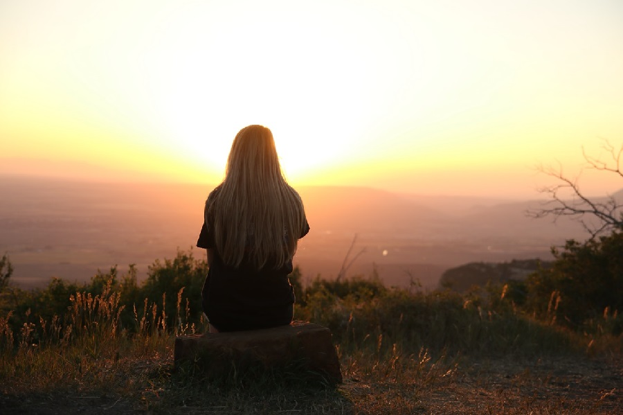 woman-looking-at-sunset-depression